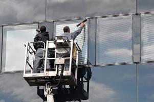 Equipe de laveurs de vitre de Simeli en intervention sur un immeuble