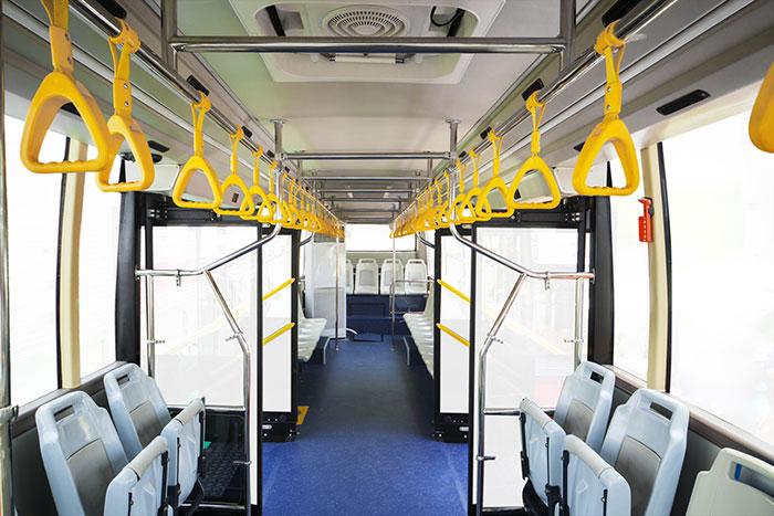 Vue intérieur d'un bus pour le transport urbain