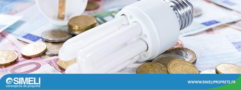 Ampoule à LED posée sur des billets