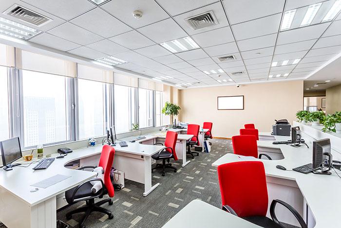 Vue sur un open space dans une entreprise